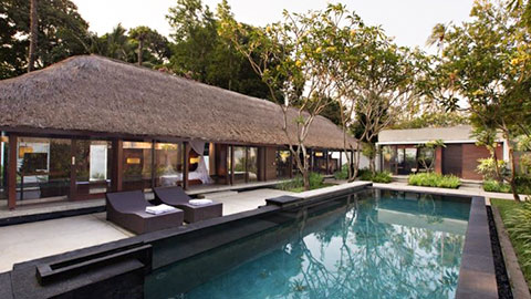 Kayumanis Villa with private pool and day beds