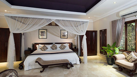 viceroy bedroom with large canopy overhanging the bed