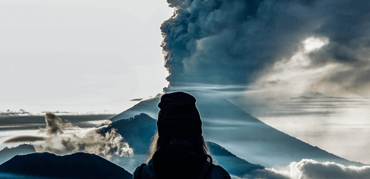 bali volcano update with smoke plume