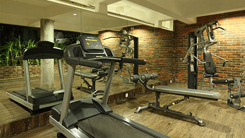 akmani legian gym with treadmill and sit up bench