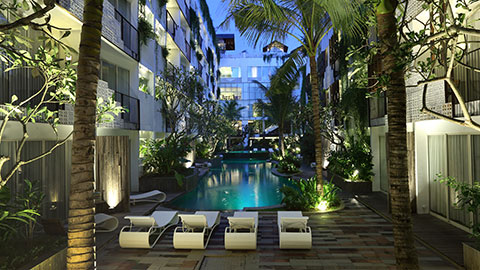 akmani legian pool lit up at night